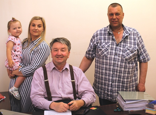 Куприянов и освобожденный Андрей Каратаев с семьей