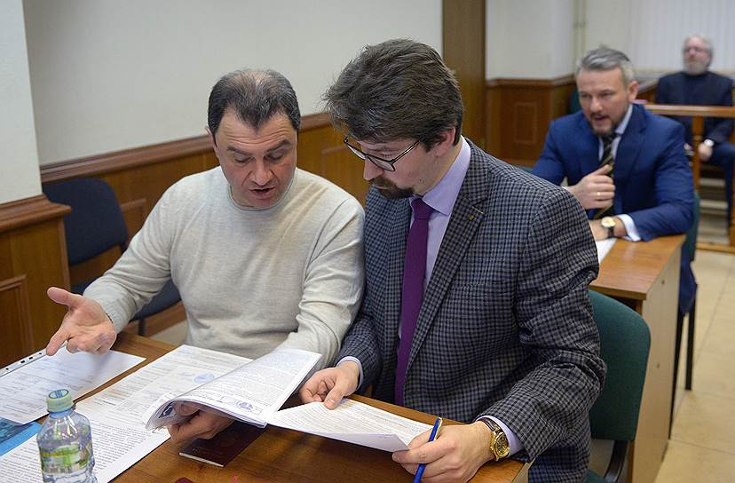 Замминистра культуры РФ Григорий Пирумов со своим защитником адвокатом Федором Куприяновым